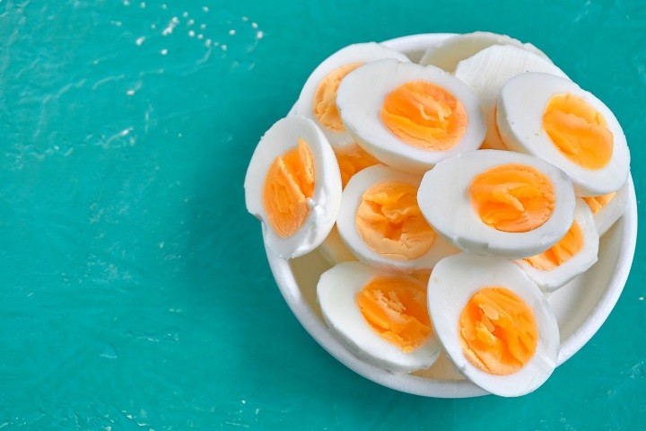 How to Cleanly Slice Hard-Boiled Eggs